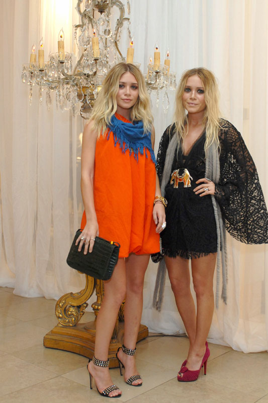 Elizabeth_and_James_Launch_at_Neiman_Marcus_in_New_York_October_24_2007
